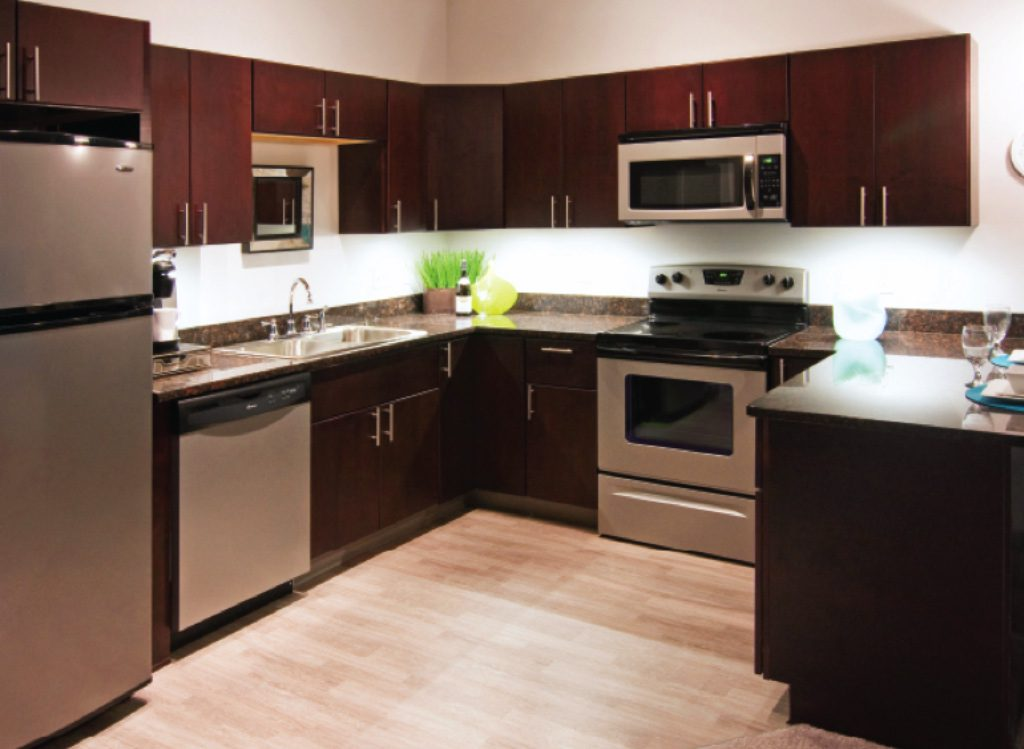 Semi custom kitchen cabinets cleveland ohio for Mid range kitchen cabinets